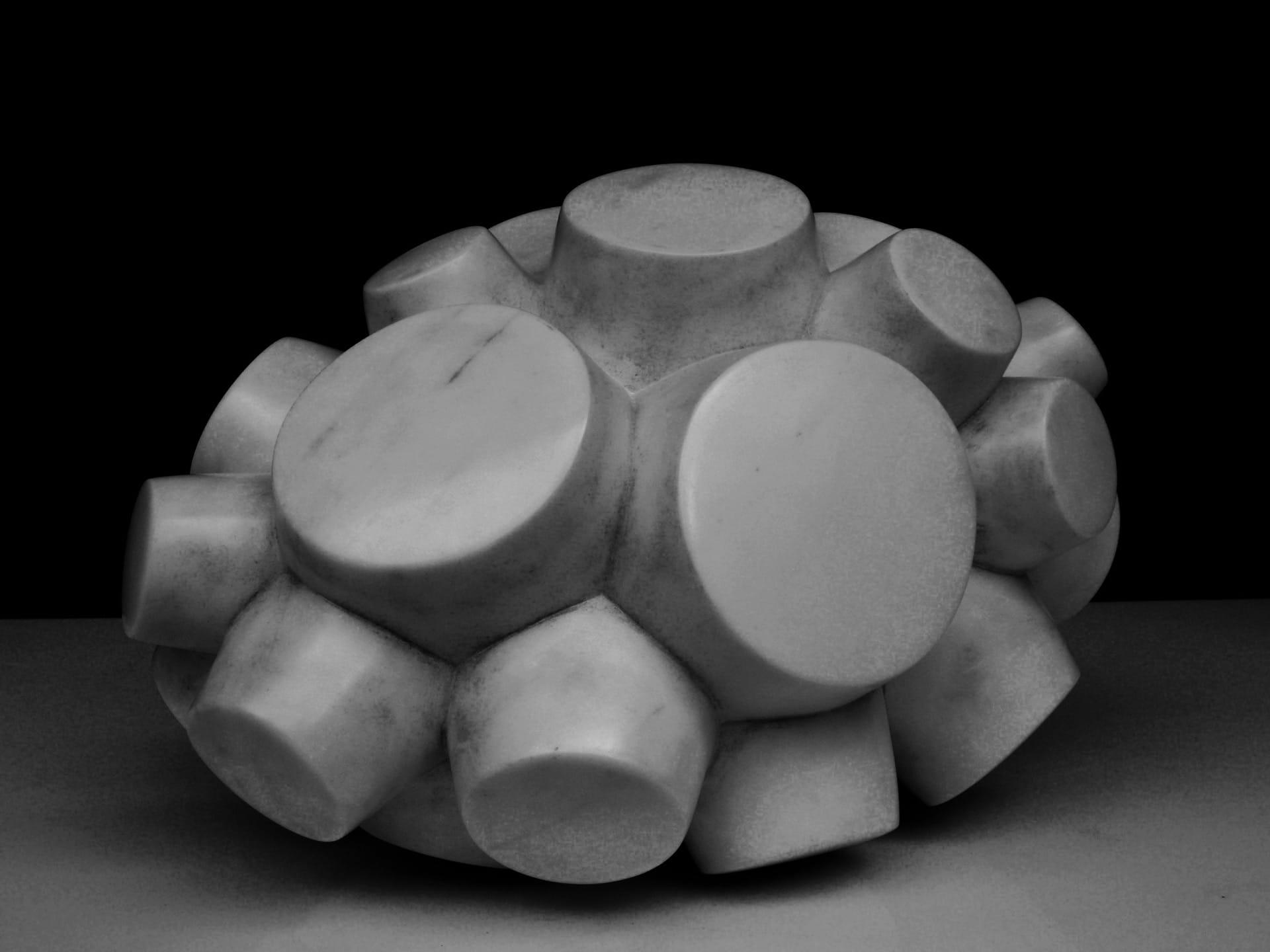 Sven Rünger: Sputnik, 2017 (Carrara Marmor)